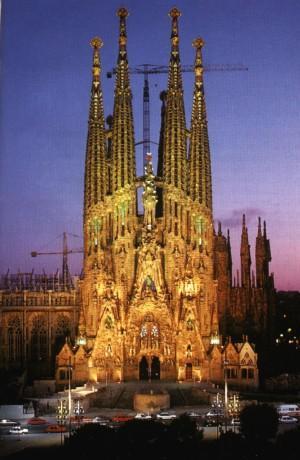Barcelona el modernismo de l eixample - Casa vives gaudi ...