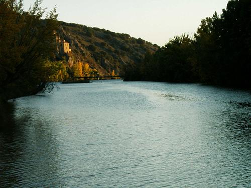 Ermita de San Saturio al fondo del rio Duero