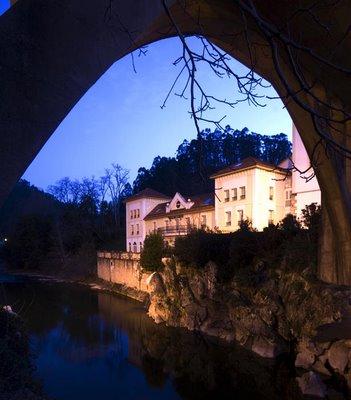 Puente Viesgo desde la Cueva del Castillo