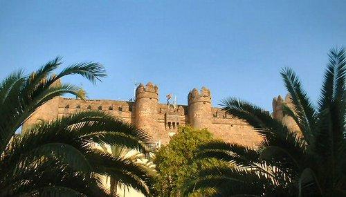 Castillo de Zafra, entre palmeras