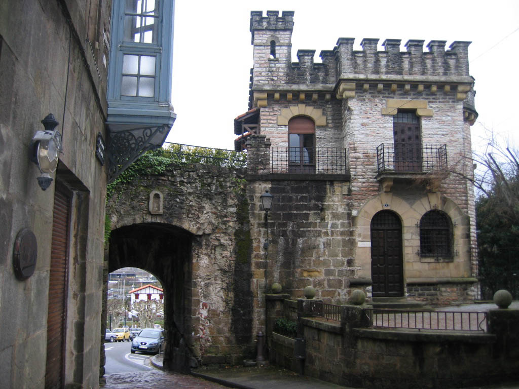 Hondarribia, el azul antiguo del País Vasco