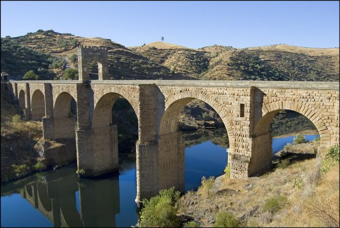 Alcántara, el puente hacia la historia