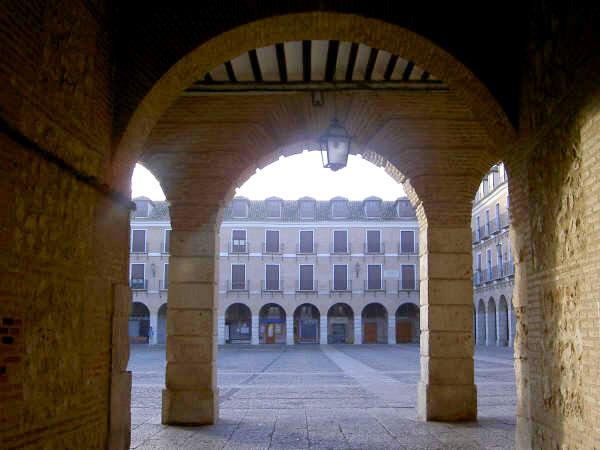 Entrada a la Plaza Mayor de Ocaña