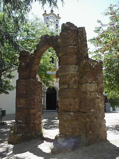 Arco y Santuario de la Reina de los Ángeles