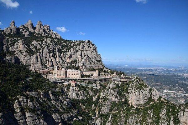 Montaña de Montserrat y Monasterio