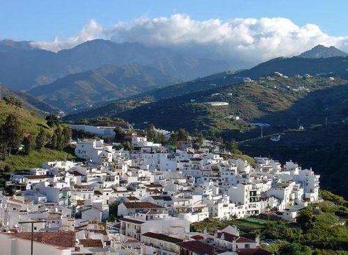 Torrox, la blancura del sol en Málaga