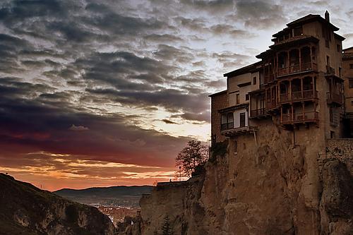 Cuenca, el atardecer de un acantilado