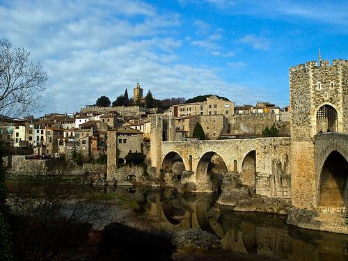 Besalú, viajar en el tiempo por Girona