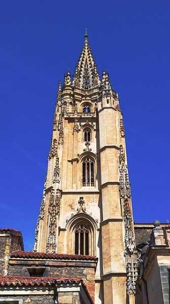 Torre gótica de la Catedral de Oviedo