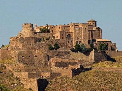 Cardona, villa monumental de piedra y sal