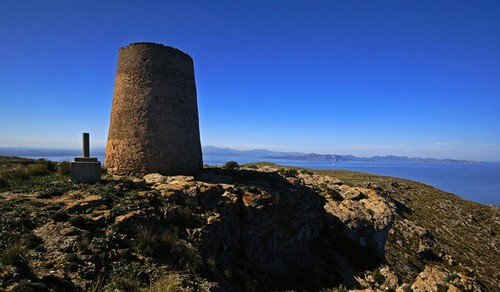 La Peña del Mediodía y la Talaia de Alcudia en Mallorca