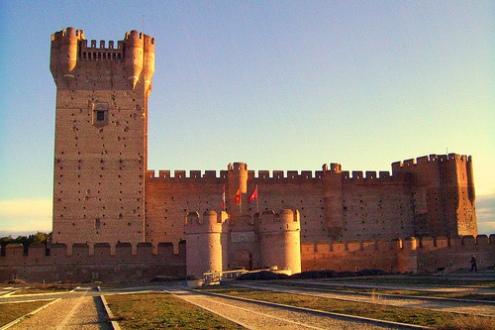 Medina del Campo: A la falda de su perfilado castillo
