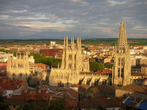 Por los pueblos y ciudades de Castilla y León