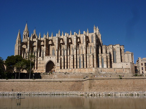 Por los pueblos y ciudades de Baleares