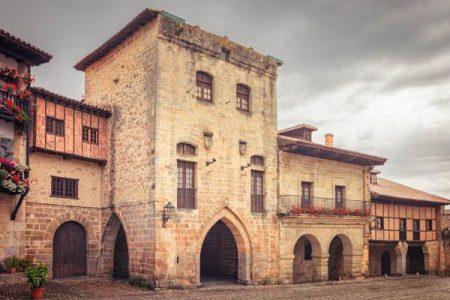 Hoteles y paradores para alojarse en Santillana del Mar