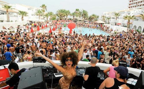 Fiesta en el Beach Hotel Ushuaia de Ibiza