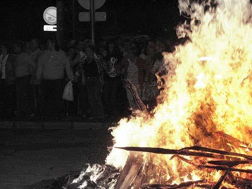 La noche de la hoguera de San Juan en Asturias