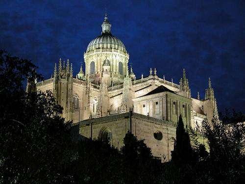 Catedral-de-Salamanca-de-noche