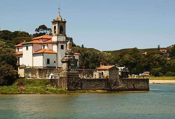 iglesia y camposanto en Niembro - Asturias