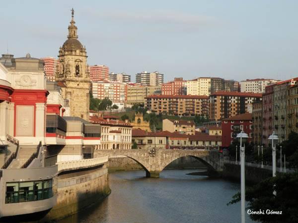 Casco viejo de Bilbao con el Nervión
