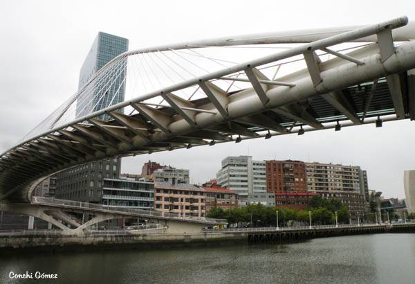 Puente Zubizuri en Bilbao