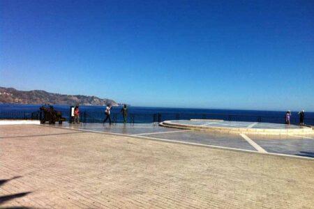 Nerja, asomada al Balcón de Europa